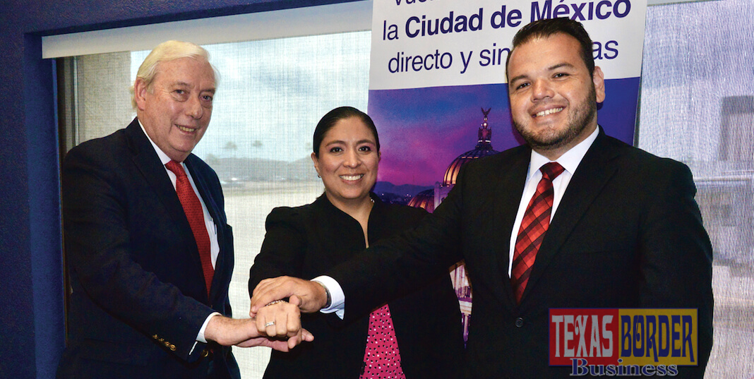 Pictured from L-R: Ian Gillespie Diretor Divisäo Internacional; Elizabeth Suarez, McAllen Aviation Director and Martin Cobián, Aeromar's Commercial Manager. Photo by Roberto Hugo González.