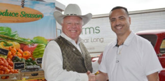 (l to r) Texas Agriculture Commissioner Sid Miller and Mayor Ambrosio Hernandez, M.D.