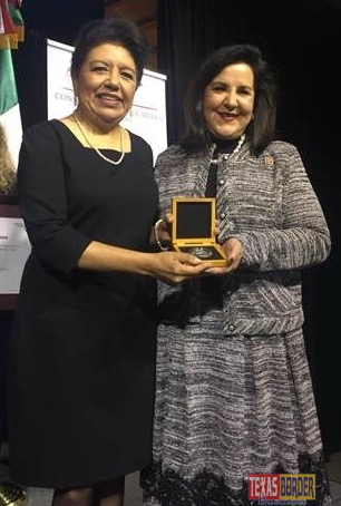 Pictured from L-R: Consul General of Mexico in Laredo, Texas the honorable Ambassador Carolina Zaragoza Flores and IBC-Bank VP of Marketing Margarita Flores
