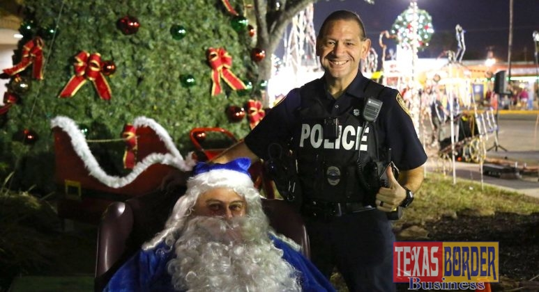 Blue Santa and the Pharr Police Department greeted the many families who attended the Posada.
